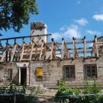 6. dwór w Uniszkach Zawadzkich trakcie rozbiórki