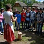 pokaz wyrobu masła - skansen Sierpc 4
