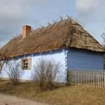 chałupa z czterospadowym dachem