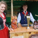 Gotowanie na polanie w skansenie w Sierpcu 2012 - wystawcy proponują potrawy regionalne