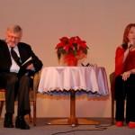 """Wystawa """"Boże Narodzenie na Mazowszu"""" 2012, skansen w Sierpcu - koncert, na scenie Danuta Błażejczyk i Zbigniew Lesień"""