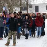 Powitanie wiosny 2013, skansen w Sierpcu - uczestnicy idą w pochodzie z Marzanną nad rzekę