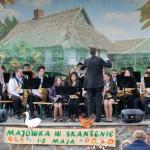 Majówka 2013, skansen w Sierpcu - orkiestra dęta gra na scenie
