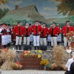 Żniwa 2013, skansen w Sierpcu - zespół ludowy na scenie, koncert
