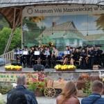 Majówka 2014, skansen w Sierpcu - na scenie koncert orkiestry dętej