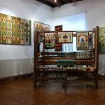 """Wystawa """"Kilimy, gobeliny..."""" w Ratuszu w Sierpcu - sala wystawiennicza, krosna tkackie"""