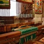 """Wystawa """"Kilimy, gobeliny..."""" w Ratuszu w Sierpcu - zbliżenie na krosna tkackie"""