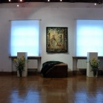 """Wystawa """"Kilimy, gobeliny..."""" w Ratuszu w Sierpcu - sala wystawiennicza, widok ogólny"""