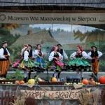 Wykopki 2017, skansen w Sierpcu - na scenie zespół folklorystyczny