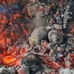 Wykopki 2017, skansen w Sierpcu - w ognisku pieką się ziemniaki