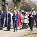 Niedziela Palmowa 2018, skansen w Sierpcu - uczestnicy imprezy idą w procesji