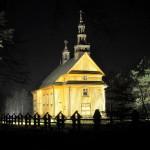 Kościół z Drążdżewa - ujęcie nocne  - Muzeum Wsi Mazowieckiej w Sierpcu