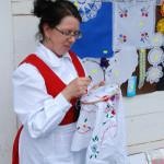 Kobieta przy haftowaniu - Muzeum Wsi Mazowieckiej w Sierpcu