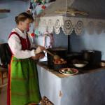 Kobieta w stroju ludowym - Muzeum Wsi Mazowieckiej w Sierpcu