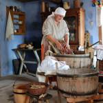 Ręczne pranie i maglowanie  - Muzeum Wsi Mazowieckiej w Sierpcu