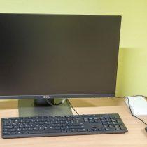 Moniktor z klawiaturą - - Zakup sprzętu komputerowego wraz z oprogramowaniem, skansen w Sierpcu