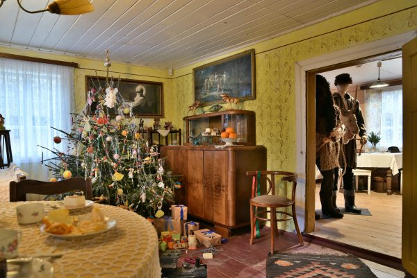 Święta, chałupa z lat pięćdziesiątych - Skansen w Sierpcu