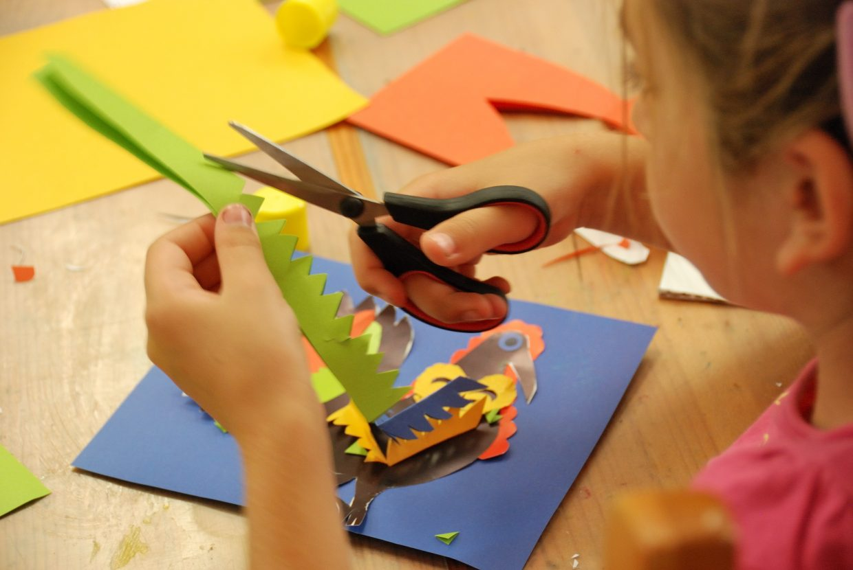 Dziecko tworzy wycinankę - Skansen w Sierpcu