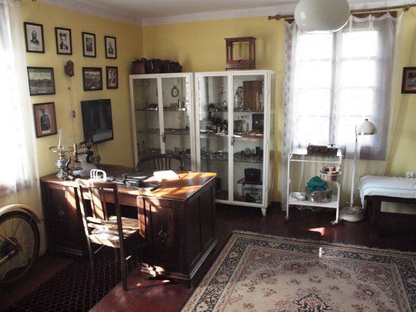 Wnętrze dawnego gabinetu lekarza - Muzeum w Bieżuniu