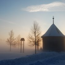 Kaplica wiejska, pola, zima - Skansen w Sierpcu