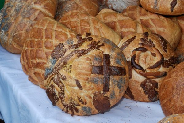 Zbliżenie na upieczone bochenki chleba - Skansen w Sierpcu