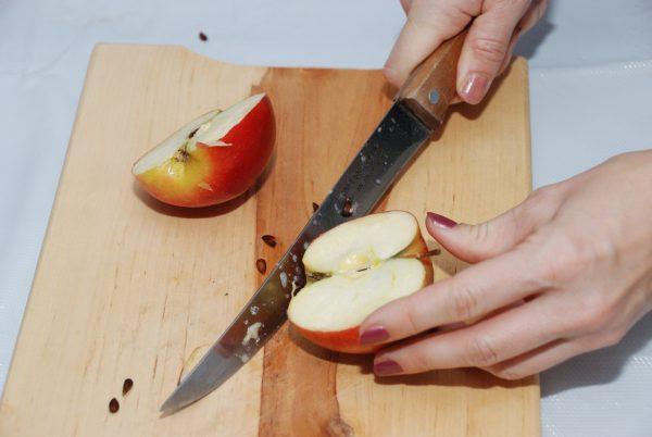 Wróżenie z połówek jabłka - Skansen w Sierpcu