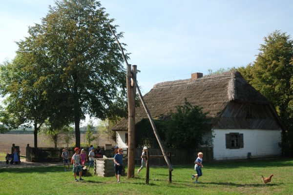 Skansen w Sierpcu - dzieci poznają wiejską zagrodę