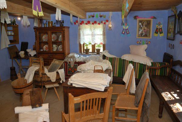 Skansen w Sierpcu - pranie w izbie