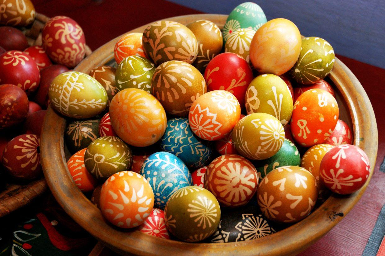 Kolorowe jajka malowane woskiem - Skansen w Sierpcu