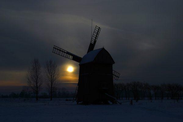 Widok, zmierzch, zima, wiatrak - Skansen w Sierpcu