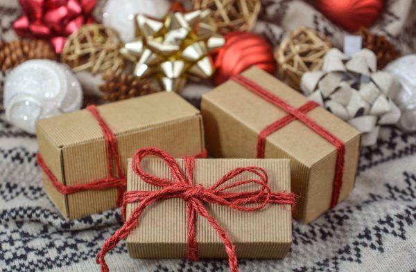 Zbliżenie na prezenty świąteczne