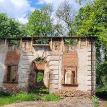 Zrujnowana świątynia ariańska - muzeum w Bieżuniu