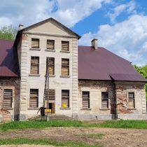 Wiosna - pałac Zamoyskich od frontu - muzeum w Bieżuniu