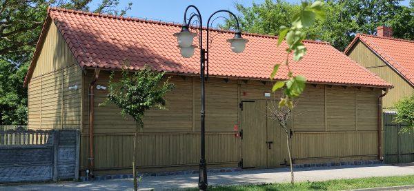Zabytkowy budynek parterowy - spichlerz - muzeum w Bieżuniu
